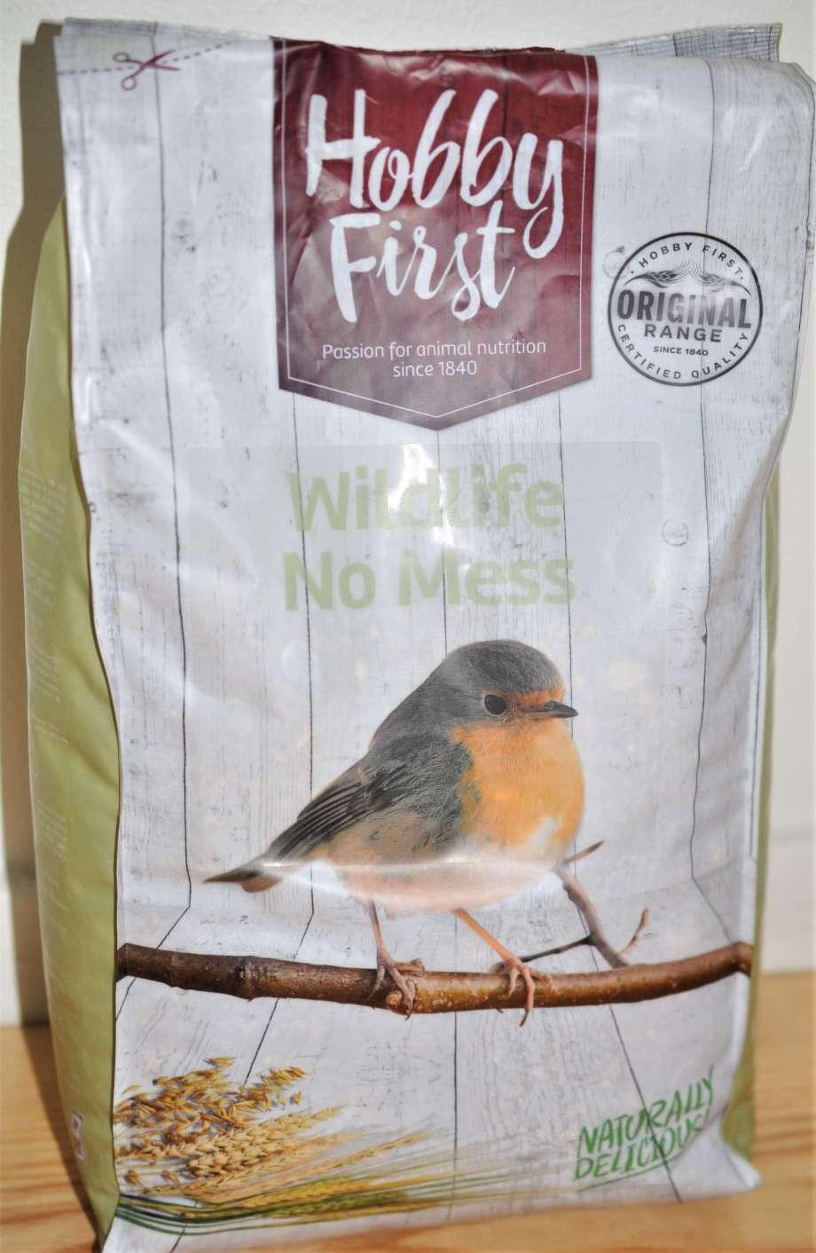 säck med fågelfrö från Hobby First med texten